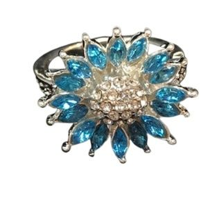 Jewelry - Silver ring with blue rhinestones flower motif